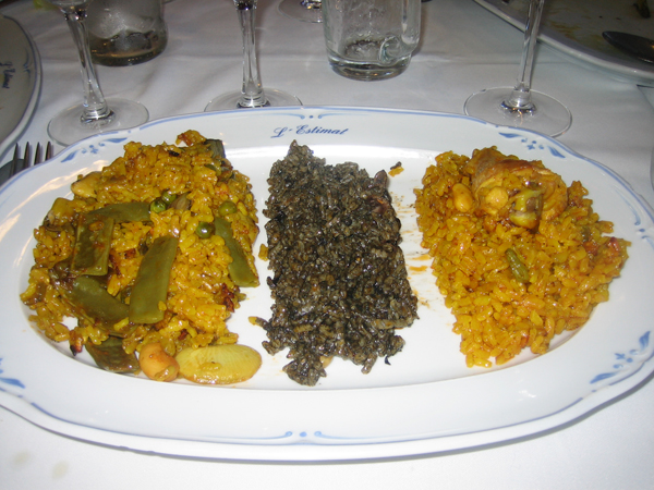 "Vegetable paella, ""black rice"" and chicken paella"