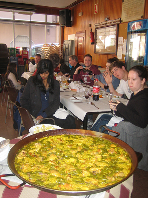 Students in Alfarp with another paella