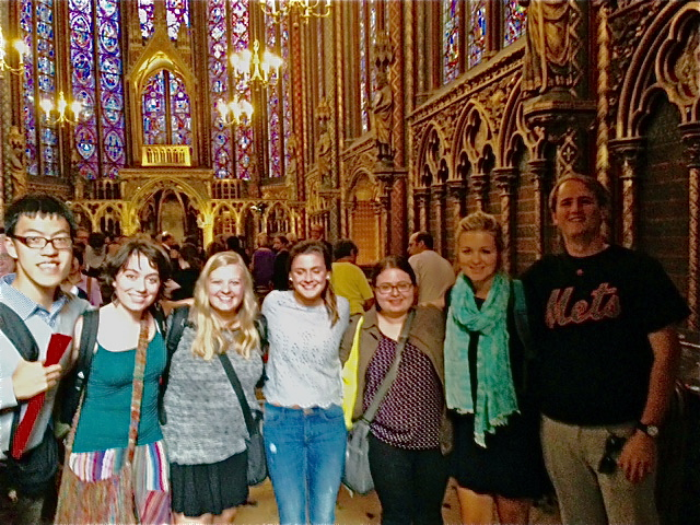 Sewanee Fall Semester in Paris student at un concert à la Sainte-Chapelle